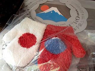 立体手袋シリーズの日の丸富士山。手の甲に富士山が立体的に出来ます。