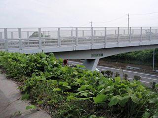 折本貝塚橋(下に見えるのは第三京浜)。