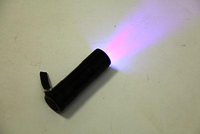 LEDブラックライトである。こういう小さいブラックライトがあるんだね、最近は。