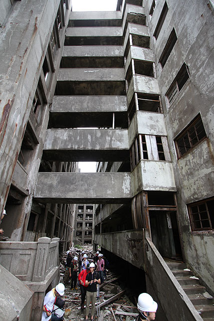 各階が渡り廊下で繋がれている。