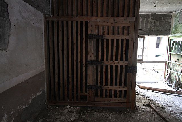 派出所跡に残る拘置所。通称「牢屋」。もっぱらたちの悪い酔っぱらいを大人しくさせるために使われていたとのこと。島内ではほとんど犯罪はなかったそうだ。