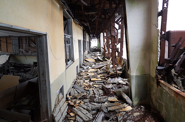 最上階は最も崩壊が激しかった。