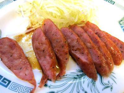 腸づめ290円を食す。あ、これ、美味い。本場中華っぽい風味。