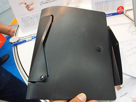PP製のノートカバー。このサイズだと、A5のノートが収納できる。