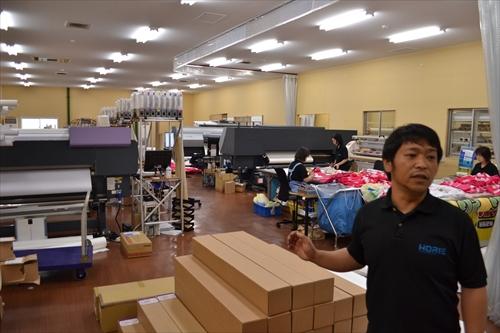 オンデマンド印刷の工場は堀江さんの弟さんが案内してくださった。