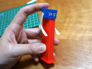 手の動きの試験。厚紙でプロトタイプを作る。