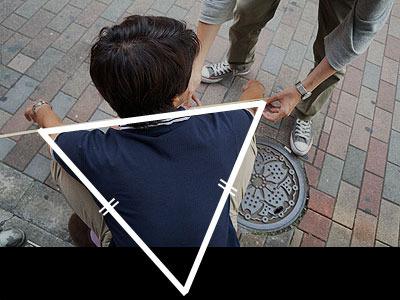 こうすることにより、ここに二等辺三角形ができる(両足の長さはほぼ同じとする)