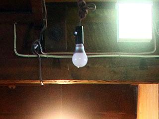 電球はLED。20世紀には無かったものだ。ハイテクである。