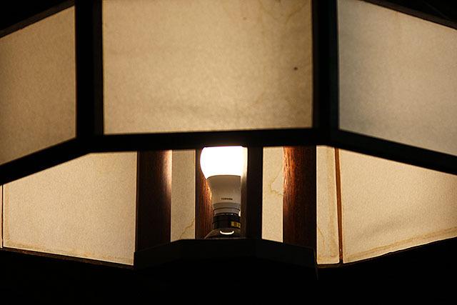 燕山荘の電球は全てLEDだった。見た目は変わらないのにちゃんと21世紀になっているのだ。