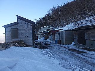 そしてこれは富士山5合目にある佐藤小屋という山小屋の写真。冬に雪上訓練で行きました。
