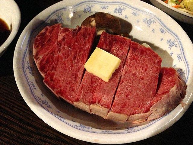 加工肉ですが山でステーキを食べられるなんて!素敵!
