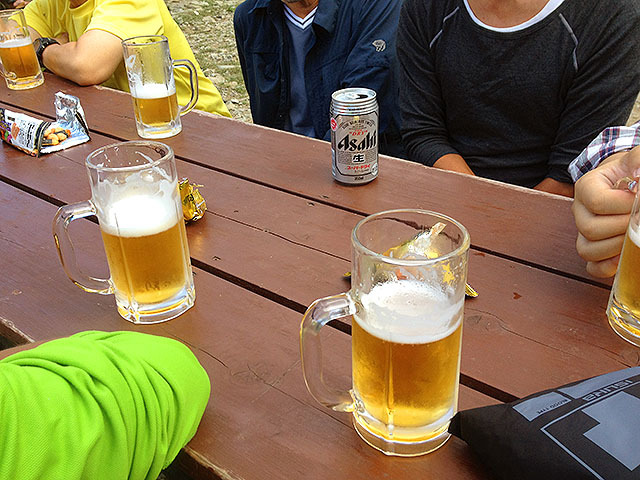 去年の夏に北岳の山小屋で飲んだ生ビール。美味しかったなぁ。また山にビールを飲みに行きたい。