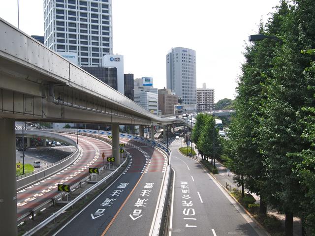 赤坂見附で首都高が二股になるところ。