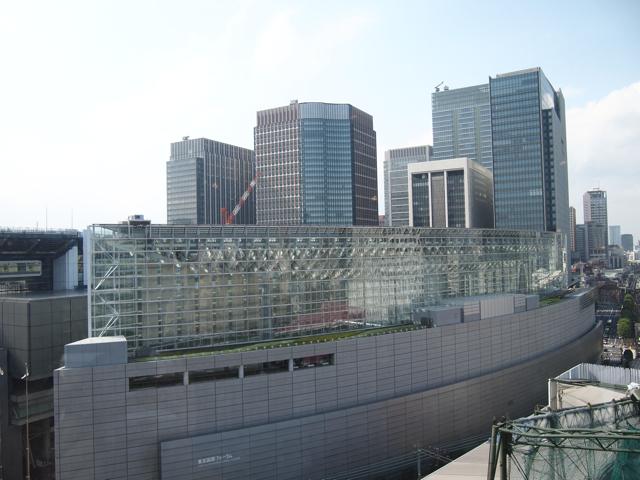 元都庁跡地の東京国際フォーラムと、丸の内。丸の内の景色も相当変わってる。