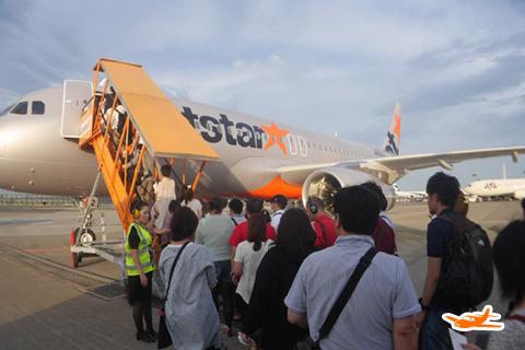外国人旅行者が2~3割。成田空港だからそのまま移動できていいのだろう。