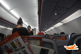 離陸が終わり、機内販売がはじまり、あっというまに終わって着陸体勢に(3時間45分後)