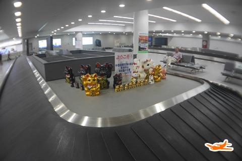 常滑名物の招き猫。成田空港につづき国際空港のセントレア着