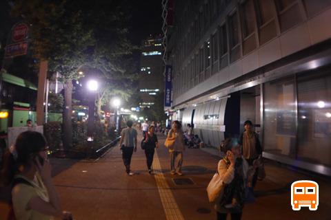 バスもようやく新宿駅着。飽きた~(5時間30分後)