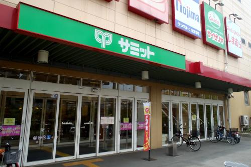 ショッピングセンター内は写真撮影禁止なので、外観のみである