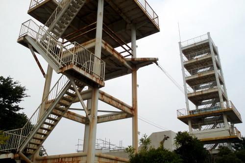 消防署に備わる訓練塔のサビ具合がカッコ良かった