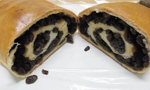 ライター小堺さんの記事より「天然酵母使用のぶどうパン」