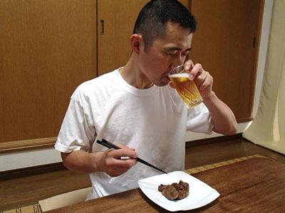焼いた牛肉にはビールでしょ。日本酒も合う味です。