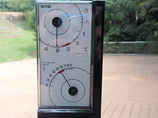 気温30℃、湿度65%(黒)