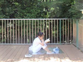 本読みながら(白)