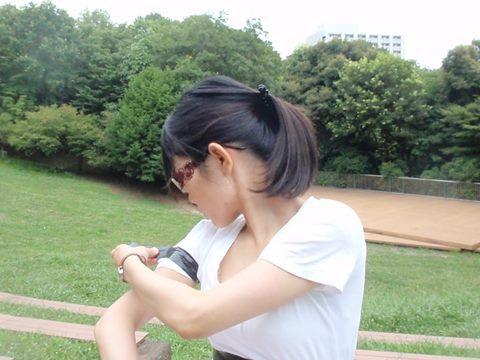 べりっと剥がす瞬間、右腕の周りにさわやかな風が巻き起こります。