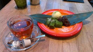 大阪梅田の東急ハンズにはカフェもある。ハンズのティーバッグはどんなものかと紅茶を頼んだら、紅茶だけで来た。ノーバッグ。