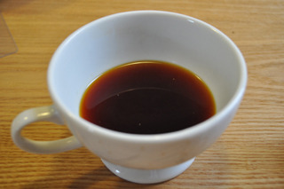 紅茶とは思えない色。