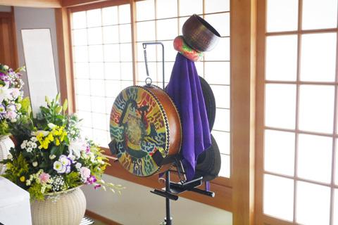 これが無伴僧で価格は8万円。「無伴奏」というクラシック用語があるが、住職がクラシックやオペラが好きらしい。