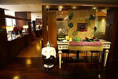 赤坂見附のホテルに出かけた。