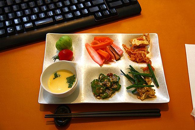 素敵な料理とキーボードが合体。