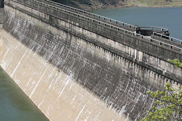 旧・西山ダム。