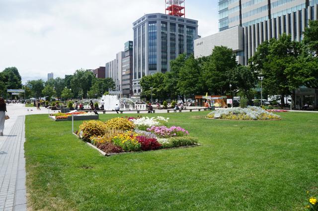 ようかんちゃんは大通り公園で食べた。北海道大満喫すぎてポストカードにして親に送りたい
