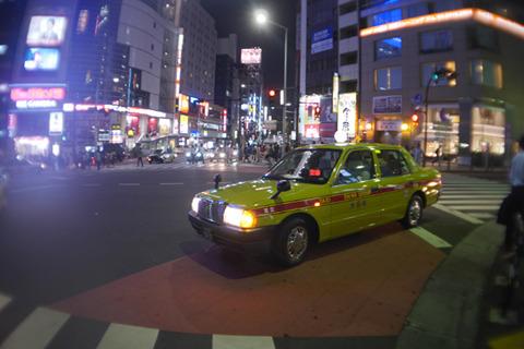 会場でタクシーも呼んでおく。先方が乗り込んだら用意してたお土産をギリギリのタイミングで渡す