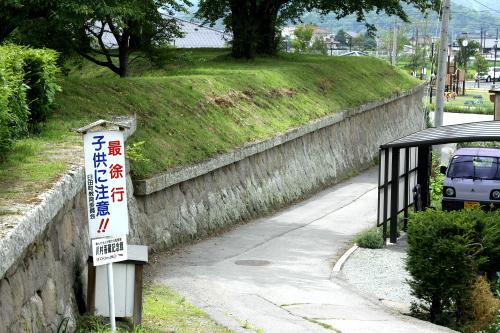 城の南西側には濠がなく、石垣のみだ