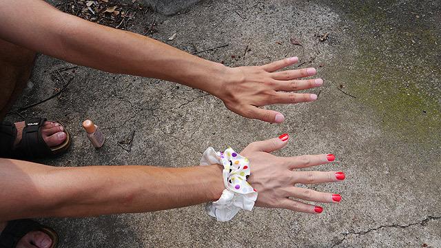これで女性の手!