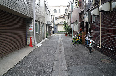 なんといっても路地。ごちゃっとした細い路地はいかにもアジアの過密都市というかんじ