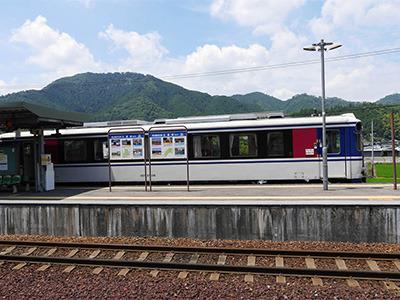 そこから、2両編成のザ・ローカルな列車に乗って恋山形駅を目指します