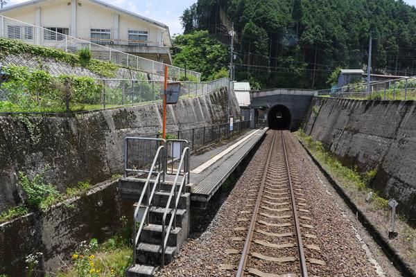 沿線の駅も、無人駅ではあるものの、まあ普通ですよね
