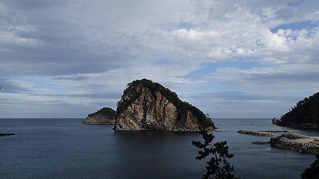 坂を必死で登ってふと海を見ると絶景が広がっていたりして大声あげたくなる。