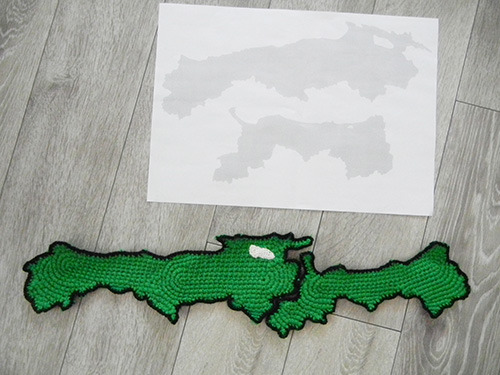 左が島根、右が鳥取。地図部分は緑色にすることにした。