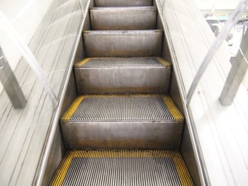 ステップの側面にクリート(溝)がない、ツルツルタイプ。