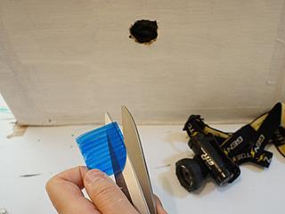 プラ板を青く塗って、ライトにかぶせる。