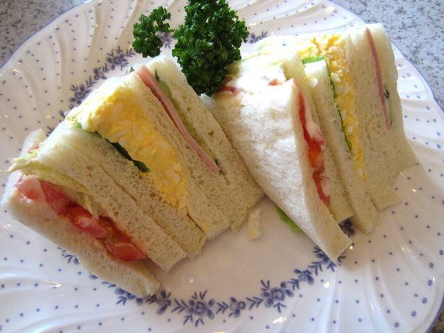 サンドイッチ、フレッシュな味。おいしいよ、これ。