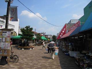 団地、小さな商店街があるんだね。