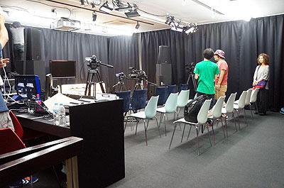 ここがDOMMUNEスタジオ
