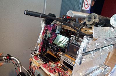 設備がめちゃくちゃ充実してるのである。カーナビ、アマチュア無線、ワンセグ、バックカメラまでついてる